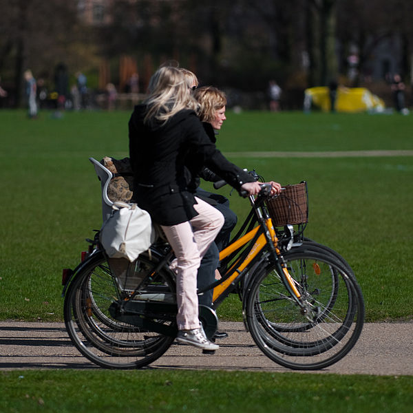 600px-Cycling_in_Faelledparken