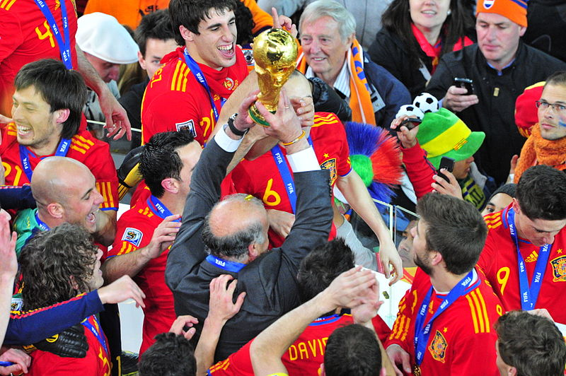 800px-FIFA_World_Cup_2010_Spain_with_cup