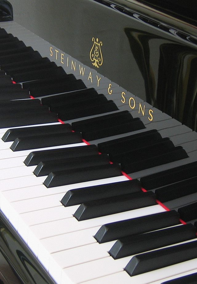 640px-Keyboard_of_grand_piano_-_Steinway_&_Sons_(Hamburg_factory)
